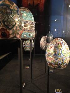 Vitrine Kostbare eieren uit het tsarenrijk, Drents Museum