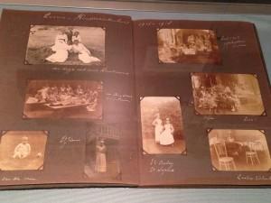 Album met foto's van verpleegsters, dokters en patiënten van het Emma Kinderziekenhuis, 1916-1918 | Stadsarchief Amsterdam