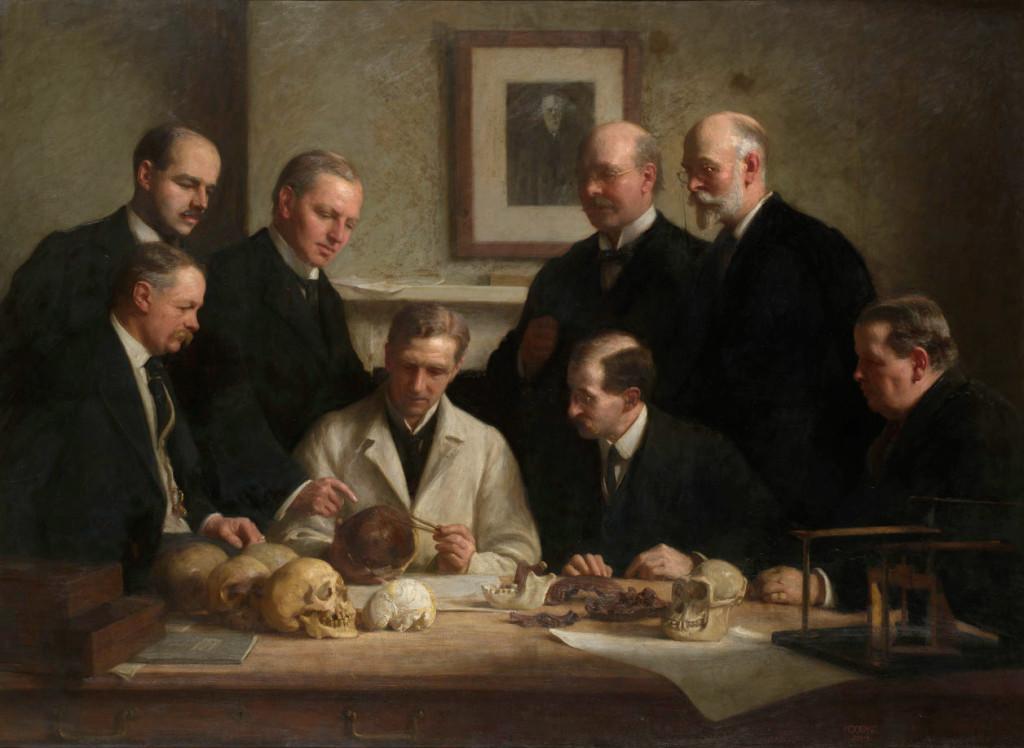 Groepsportret van de Piltdown schedel die wordt onderzocht. Schilderij van John Cooke, 1915