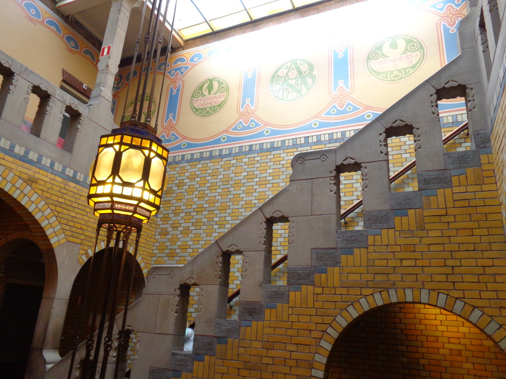 Centrale hal en trappenhuis van De Burcht