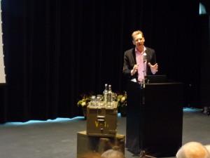 Oostindie aan het woord tijdens zijn introductie in het Nationaal Militair Museum