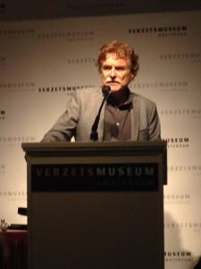Gastconservator Louis Zweers spreekt over de militaire voorlichtingsdiensten