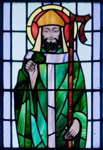 Kilbennan_St._Benin's_Church_Window_St._Patrick_Detail_2010_09_16