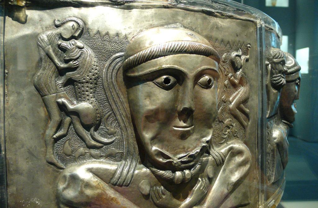 Detail van de Gundestrupketel, hoewel gevonden in Denemarken, buiten het gebied dat als Keltisch bekend staat, toont de ketel duidelijk Keltische symboliek.