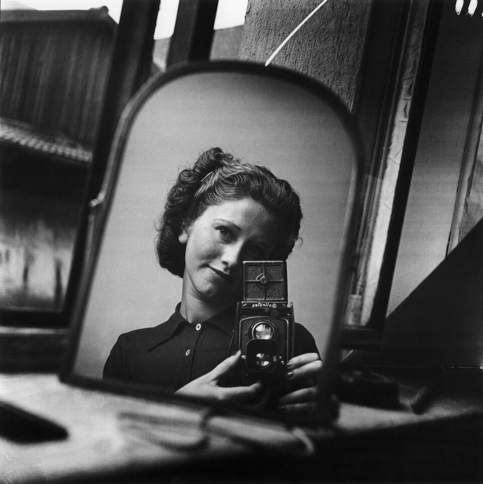 Zelfportret, Parijs, ca. 1936 © Ata Kando / collectie Nederlands Fotomuseum, courtesy Kahmann Gallery Amsterdam