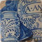 Tegel (delftsblauw) met apothekerspotten